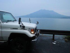 ランクル70と桜島