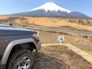 ランクル70と富士山(北富士演習場)2