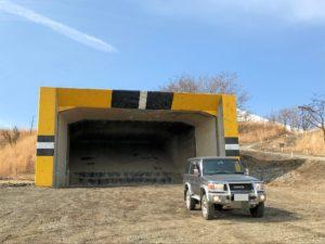 北富士演習場のトンネルとランクル70