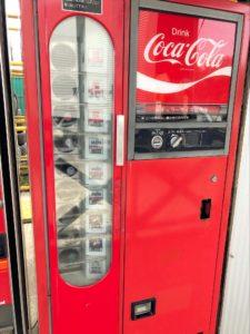 古いコーラの自動販売機