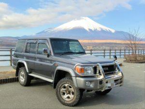 山中湖と富士山とランクル70