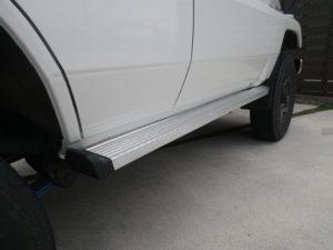 ランドクルーザー70リヤブレーキ・ハブ系部品(両側とも)全て交換、右サイドステップ交換・ドア等板金塗装