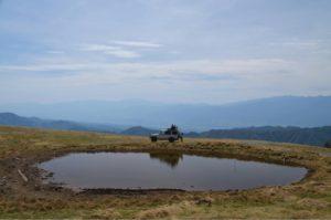 ランドクルーザー70と天空の池