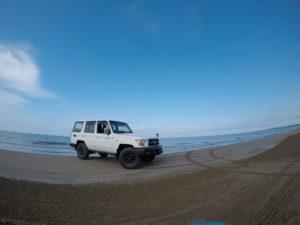 千里浜海岸のランクル70