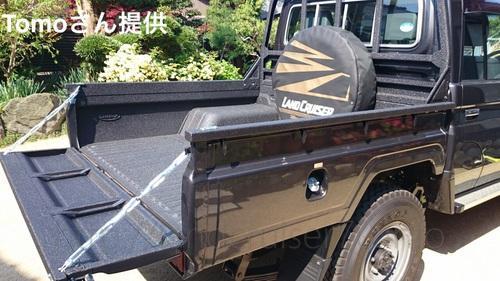 ランクル70の荷台にLINE-X