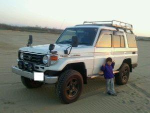 砂浜のランクル70HZJ76