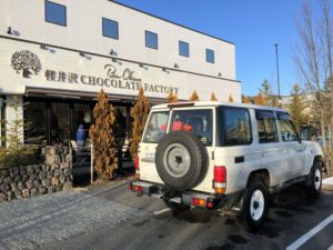 軽井沢チョコレートファクトリーに来たランクル70