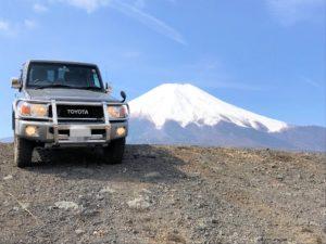 北富士演習場でのランクル70と富士山