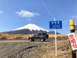 北富士演習場デランクル70と富士山
