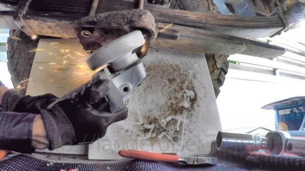 リアリーフサスUボルト交換DIY・・・先端が折れたり曲がったりしてたので