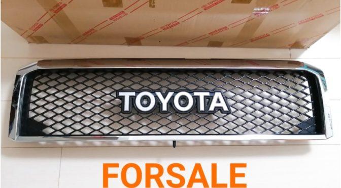 売却済【FOR SALE】美品 TOYOTA ロゴ フロントグリル ランクル70(GRJ76&79用)純正オプション